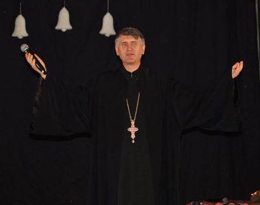 Biserica improvizată a lui Cristian Pomohaci.  Fostul preot este acuzat că face slujbe...