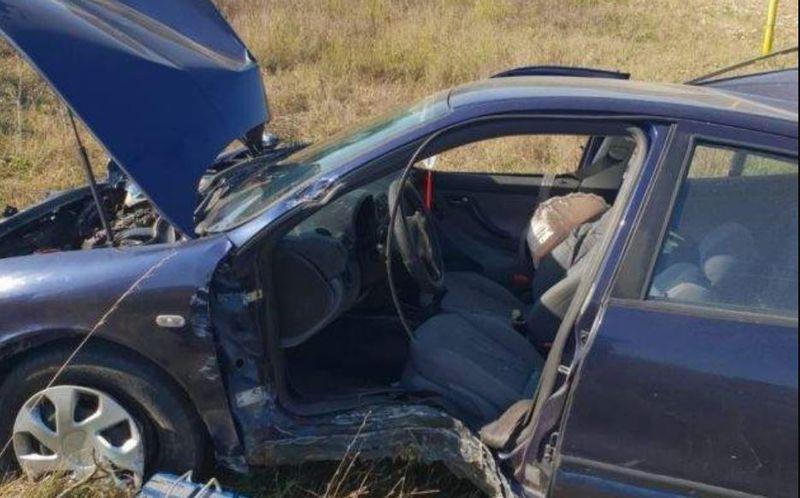 Imagini de coșmar cu mașina lovită de un tren. Trei oameni se aflau în ea în momentul impactului