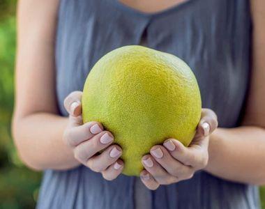 Pomelo. Ce este, de fapt, acest fruct care se găsește și în magazinele noastre