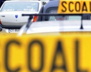 Mașină de școală auto spulberată de un autoturism în care se afla un șofer beat