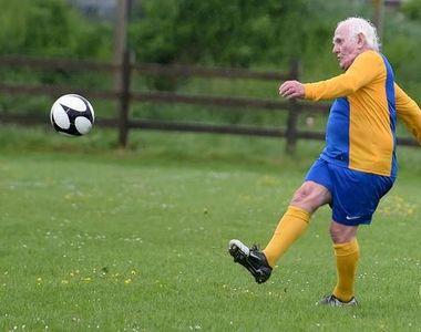 """Fotbalist, în vârstă de 83 de ani, în căutare de echipă : """"Simt că pot juca 90 de minute!"""""""