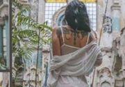 VIDEO | Pictorial scandalos în sinagogă. Imaginile cu o tânără îmbrăcată sumar au devenit virale