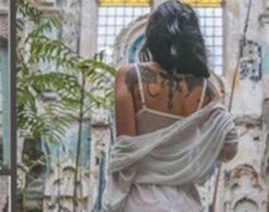 VIDEO   Pictorial scandalos în sinagogă. Imaginile cu o tânără îmbrăcată sumar au...