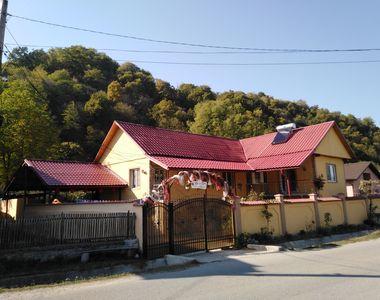 Imagini EXCLUSIVE din vila uriașă a familiei Șărămăt! Vezi AICI în ce condiții a...