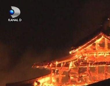 VIDEO   Castel din patrimoniul UNESCO, mistuit de flăcări