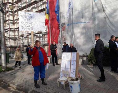 Premierul Viorica Dăncilă, aşteptată la Timişoara cu pietre de protestatari; oamenii au...