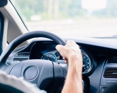 """Femeie luată la ocazie în Filiaşi, atacată în maşină de şofer: """"Nu-ţi fie frică,..."""