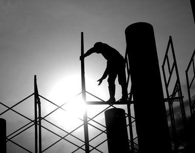 Accident înfiorător în Arad. Muncitor străpuns în cădere de un fier-beton