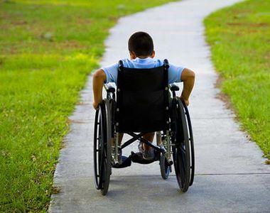 Un băiat în vârstă de 15 ani, cu dizabilități, părăsit fără haine într-o pădure din...
