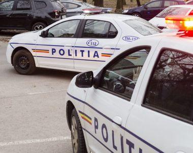 Bărbatul căutat de poliţişti după ce a fost văzut în toaleta fetelor dintr-o şcoală din...