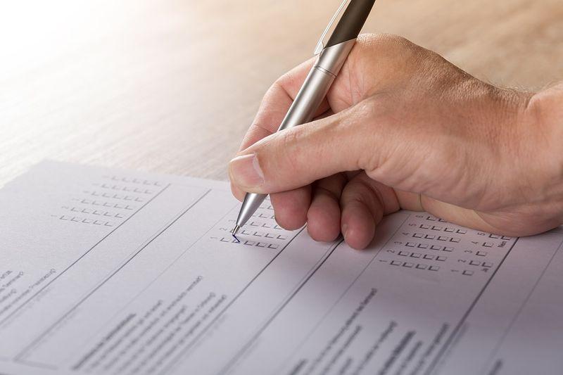 Autoritatea Electorală: peste 715.000 de români cu drept de vot trăiesc în străinătate.Secțiile de votare de acolo vor fi deschise azi
