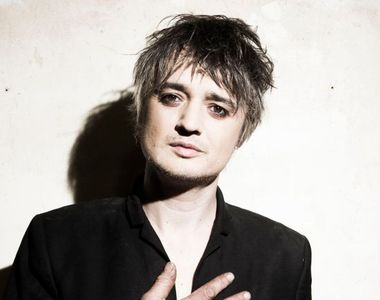 Muzicianul britanic Pete Doherty, arestat în Paris pentru că ar fi cumpărat cocaină