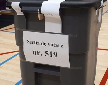"""Românii din Olanda votează în pubele de gunoi! Ambasada: """"Acestea sunt urnele puse la..."""