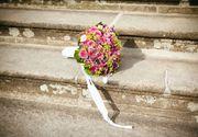 Gestul neașteptat al unei mirese: a citit ca jurământ la nuntă mesajele trimise de soțul ei unei alte femei