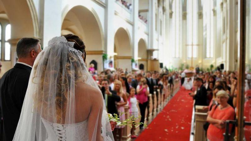 Gestul neașteptat al unei mirese: a citit ca jurământ la nuntă mesajele trimise de soțul ei, altei femei