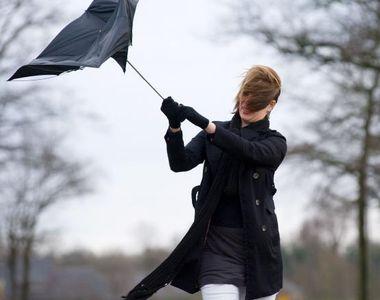 VIDEO | Toamna se răzbună: Vânt turbat și cu vijelii distrugătoare, în jumătate din țară