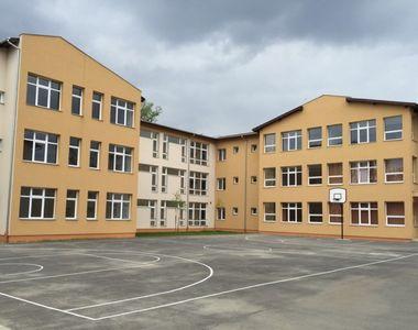 Anchetă la o şcoală din Buzău după ce o fotografie indecentă cu o elevă de clasa a VI-a...