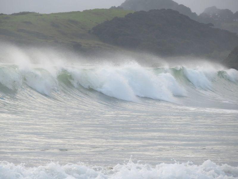 Cod roșu de valuri puternice pentru cine călătorește în Portugalia