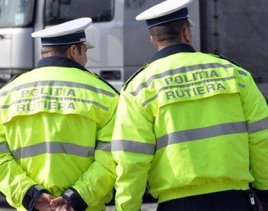 Doi poliţişti rutieri care încercau să oprească o maşină care circula cu viteză, răniţi...
