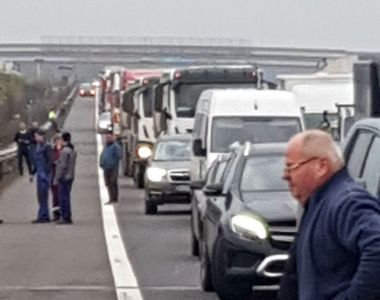 Trafic blocat pe A3: O mașină a luat foc