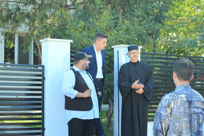 """Preotul care și-a făcut debutul în televiziune la 56 de ani! Vasile Pantiru îl interpretează memorabil pe părintele Vasile, în serialul """"Moldovenii"""", de la Kanal D!"""
