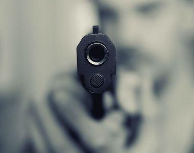 Un băiat de 13 ani și-a împușcat iubita prentru că a crezut că e însărcinată