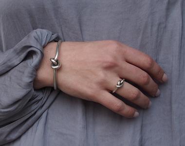 Cum poți obține un look exotic prin alegerea inspirată a bijuteriilor