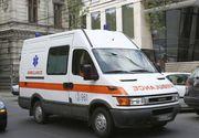 Trei eleve de la un liceu din Prahova, duse la spital după ce s-au simţit rău din cauza unui miros înţepător simţit în baie