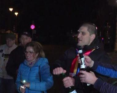 VIDEO   Sibienii au sărbătorit în stradă victoria lui Klaus Iohannis la alegerile...