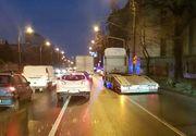 Accident în lanţ în Bucureşti, provocat de un şofer căruia i s-a făcut rău! În eveniment au fost implicate zece maşini