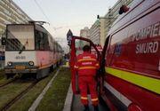 Accident în Capitală, între un tramvai şi o dubă. Două persoane au fost rănite uşor