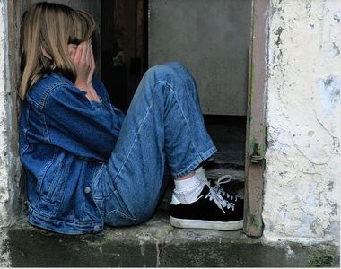 Călăraşi: Tânăr de 18 ani, reţinut după ce a violat o fată de 16 ani şi a obligat-o să...