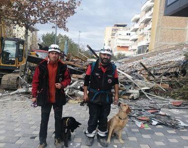 Câinii salvatori Challapa şi Billy din România participă la misiunea de căutare şi...