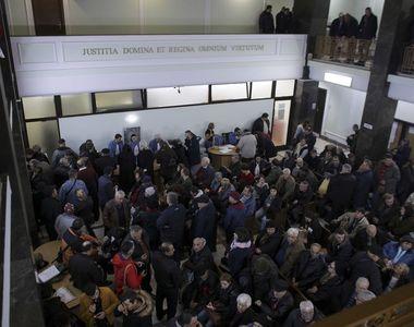 VIDEO | Sute de persoane, la sediul ÎCCJ, la primul termen în Dosarul Revoluţiei. Ion...