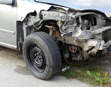 Zece persoane au avut nevoie de îngrijiri medicale în urma accidentului de pe DN 1, din...