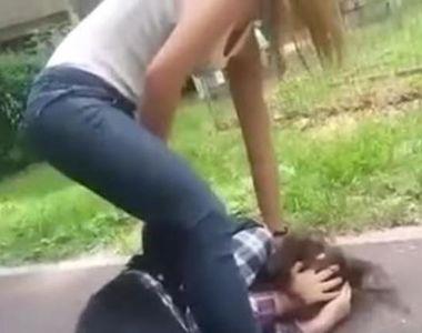 Scene șocante la un liceu din  Motru. O elevă a fost bătută  cu bestialitate de o altă...