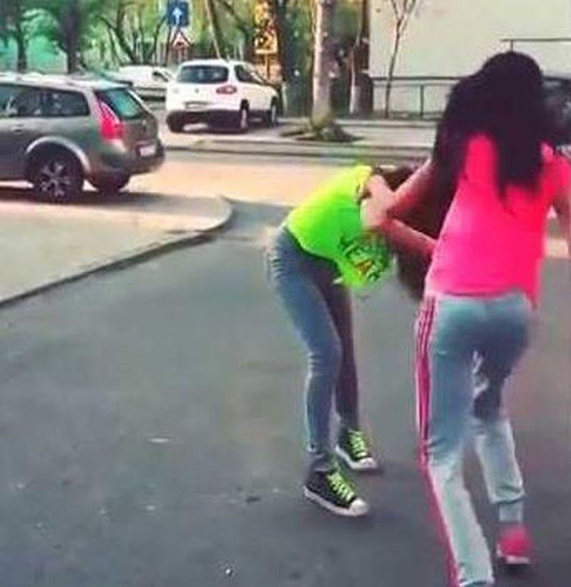 Elevă bătută și filmată la un liceu din Motru