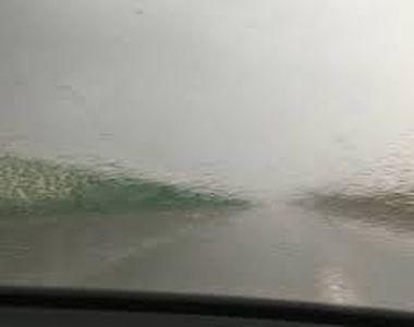 Avertizare Infotrafic: Ploaie torenţială pe A2, existând pericol de acvaplanare