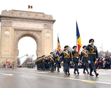 Paradă Militară Naţională la Bucureşti, în prezenţa preşedintelui, cu 4.000 de militari...
