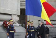 """Parada Militară de Ziua Naţională s-a încheiat; preşedintele Klaus Iohannis a dat mâna cu mai mulţi spectatori şi le-a urat """"La mulţi ani"""""""