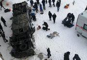 19 persoane au murit după ce autobuzul în care se aflau a căzut de pe un pod