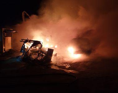 Incendiu puternic la o pescărie Năvodari. Au ars barăci din lemn pe o suprafaţă de 500...