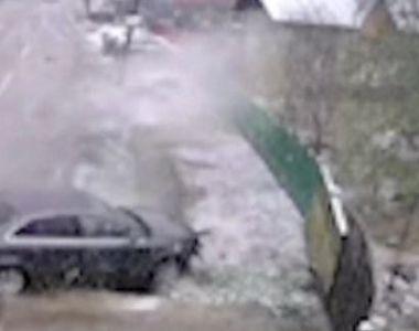 VIDEO | Accident spectaculos pe o șosea acoperită cu polei