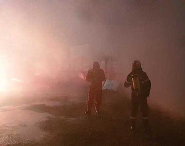 Argeş: Incendiu la o hală cu acetonă şi răşini poliesterice; un angajat care a încercat...