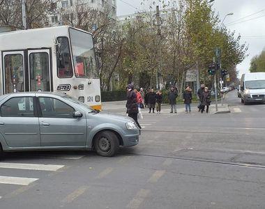 Șofer accidentat grav, din cauza neatenției,  pe o șosea din Capitală