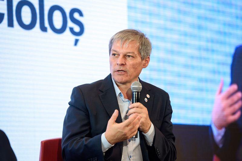 """Dacian Cioloș: """"Seninătatea doamnei ministru al Educației, Monica Anisie ne dă fiori. Sistemul de educație din România nu e în stare să formeze tineri capabili să se descurce în situații concrete de viață"""""""