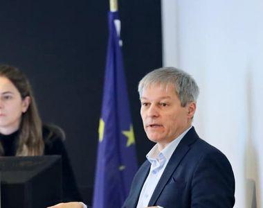 """Dacian Cioloș: """"Seninătatea doamnei ministru al Educației, Monica Anisie, ne dă fiori...."""