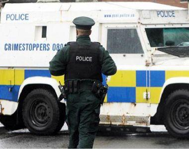 Atac cu grenadă împotriva poliţiei în Irlanda de Nord