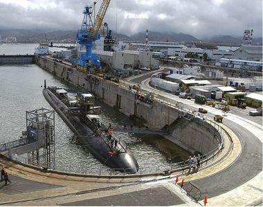 Un marinar de pe submarinul nuclear USS Columbia ucide două persoane, răneşte o a treia...