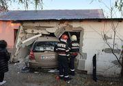 Accident în Ploiești! Un autoturism a ajuns în peretele unei case